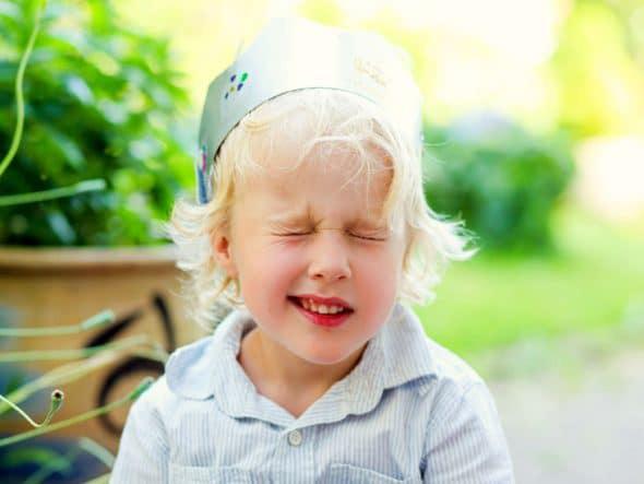 تیک عصبی در کودکان چیست؟